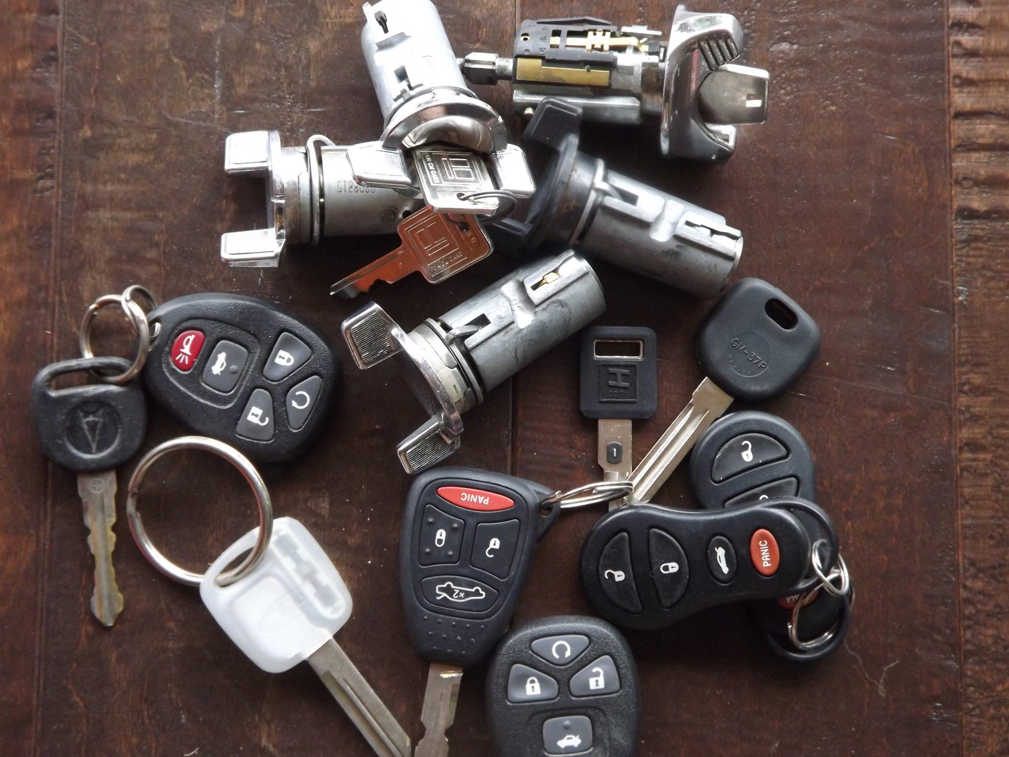 Keys locked in car automotive locksmith in phoenix arizona - Car Keys Chip Keys And Ignitions